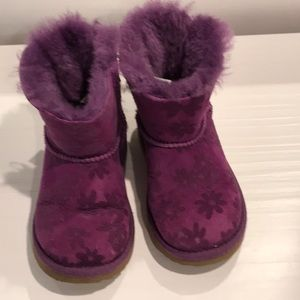 Ugg Mini Bailey Flower Pattern Bow Back Shearling